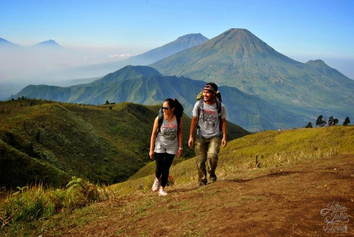 Sensasi Udara Dingin Nan Romantis di Gunung Pra