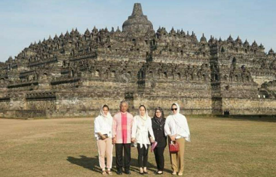 Raja Malaysia Kunjungi Candi Borobudur