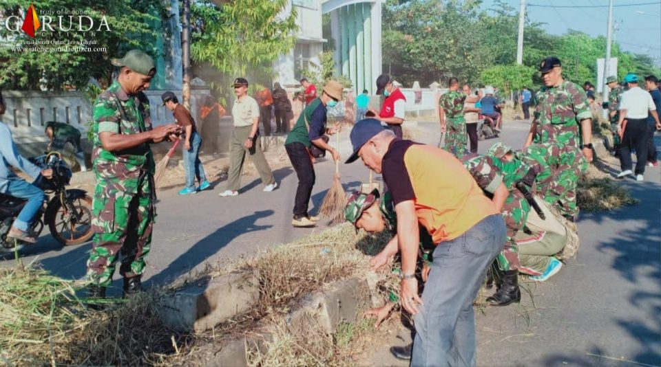Kodim Pekalongan dan Komponen Masyarakat Giat Bersih Lingkungan