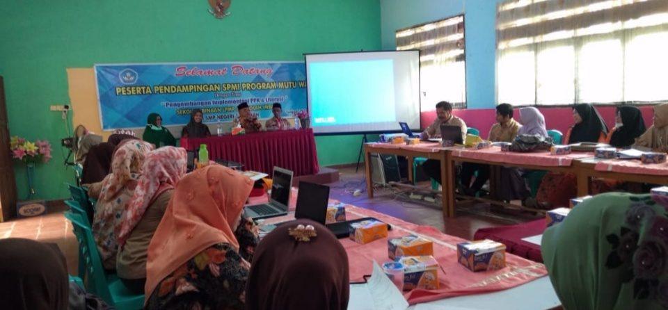 Pengembangan Implementasi PPK dan Literasi sebagai Program Wajib