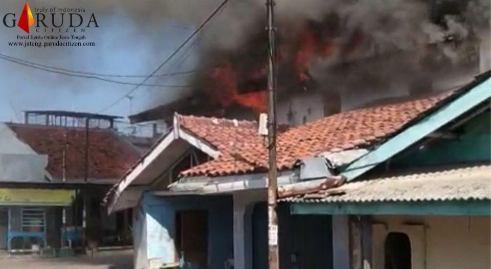Akibat Korsleting Listrik, Rumah Kasdono Ludes Terbakar