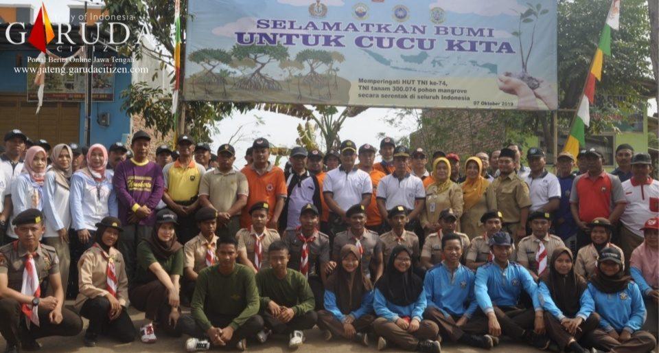 Lanal Tegal Sukseskan Rekor MURI Penanaman 300.074 Mangrove