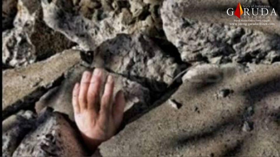 Wanita Paruh Baya Tewas Tertimpa Batu Saat Menambang