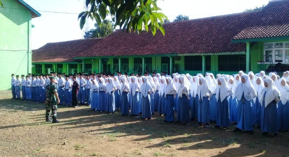 Babinsa Doro Pekalongan Latih PBB 200 Pelajar SMK Ma'arif NU