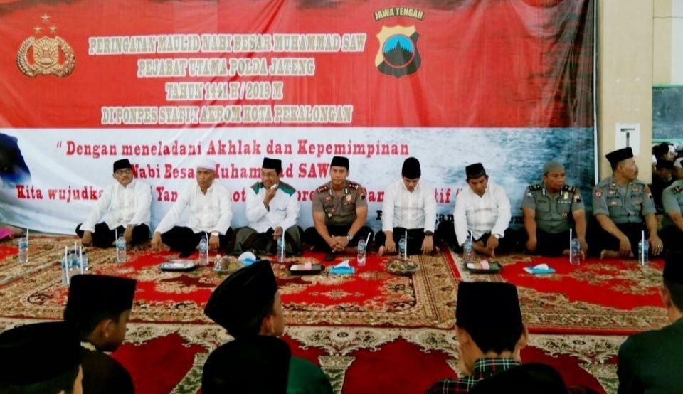 Polres Pekalongan Kota Peringati Maulid Nabi di Ponpes Syafi'i Akrom