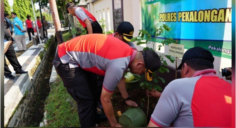 Hari Menanam Pohon Indonesia, Polres Pekalongan Tanam 163 Bibit