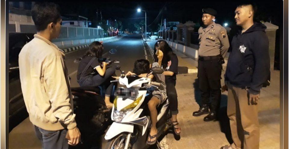 Minim Penerangan, Remaja Berpasangan Dibubarkan Polisi