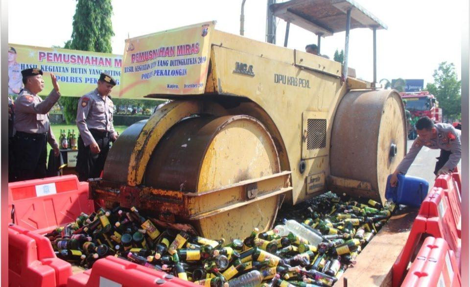 Polres Pekalongan Musnahkan Ribuan Botol Miras
