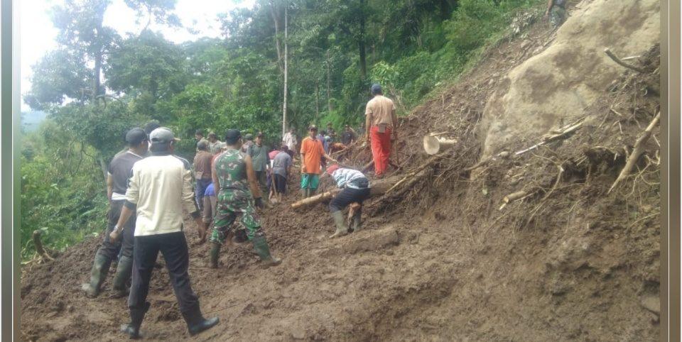 Tanah Longsor, Kodim Pekalongan Terjunkan 1 Peleton Bantu Warga
