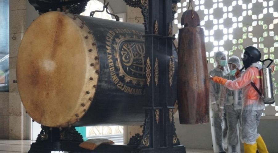 Persiapan Sholat Jum'at, Masjid-Masjid Kota Pekalongan Disemprot Disinfektan