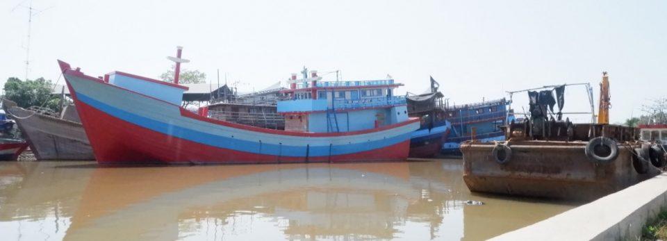 Kapal labuh di pelabuhan pekalongan